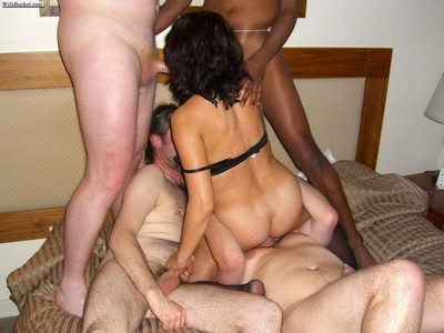 Amateur housewifes bonked in swapper orgy