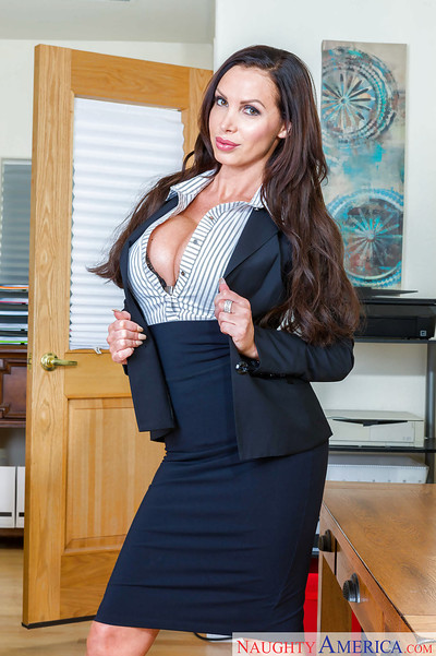 Young solo angel Nikki Benz displaying rough apples at work in office