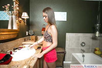 Teen hottie Jill Kassidy baring small apples before taking bathroom
