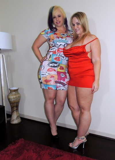 Fat amateurs kiss on the mouth after exposing biggest butts and thunder thighs
