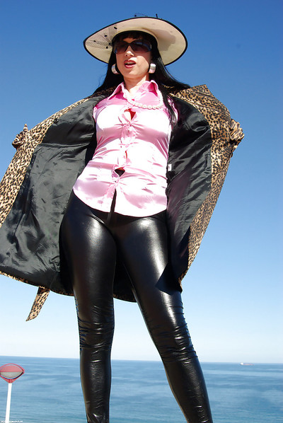 Mature fetish darling in latex skin-tight pants flashing her big tits outdoor