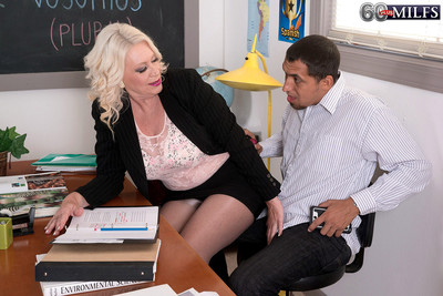 Dirty patriarch milf having a stiff dick at her class to fuck