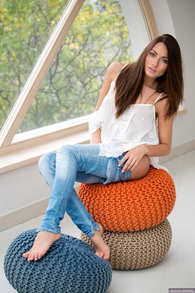 Michaela isizzu benefits from comfortable and spreads her legs