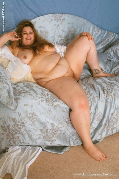 Lusty plumper with big scoops posing unclothed and spreading her legs