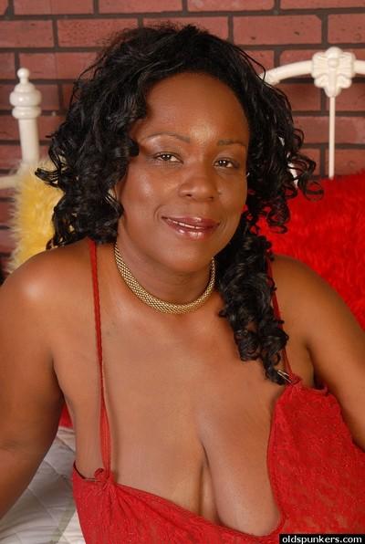 Alluring kinky dark brown ebony Yvette shows her big common boobies