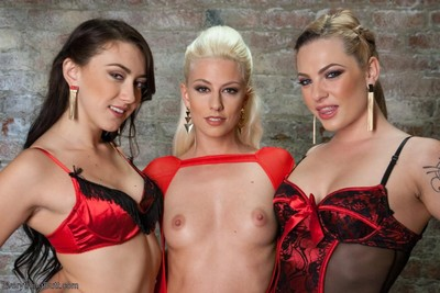 Triple gorgeous queens in perverse perverted lesbian extreme anal intercourse
