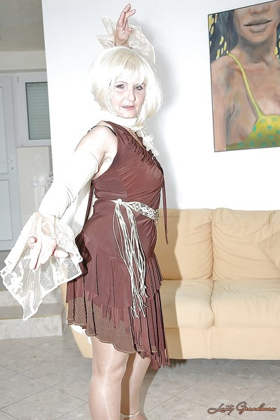 Sexy granny in stockings stripped off naked to savor her cunt with a big tool