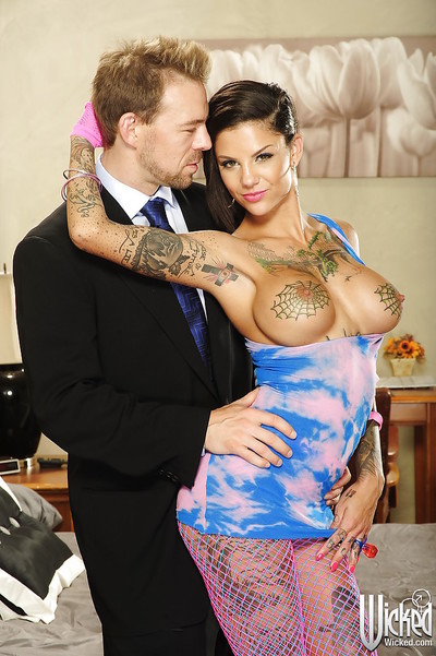 Tattooed courtesan Bonnie Rotten gets her holes drilled rough until this girl squirts