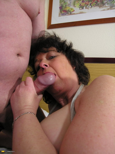 Passionate mature slut takes on two dongs without delay