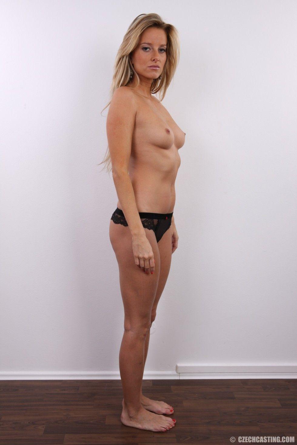 Nackt milf sexy blonde Milfs Area