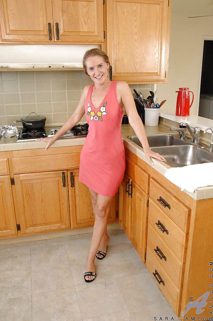 Küche milf Blonde Milf