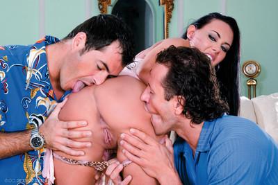 Pornstar valentina velasques dualistic dug in anal threesome