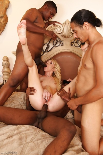Interracial orgy features groupsex fan Maia Davis and her paramours