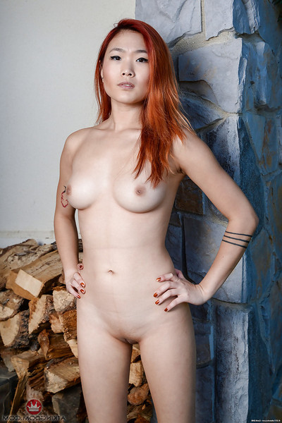 Redhead amateur solo hottie Lea Hart baring marvelous Japanese bra buddies and bald vagina