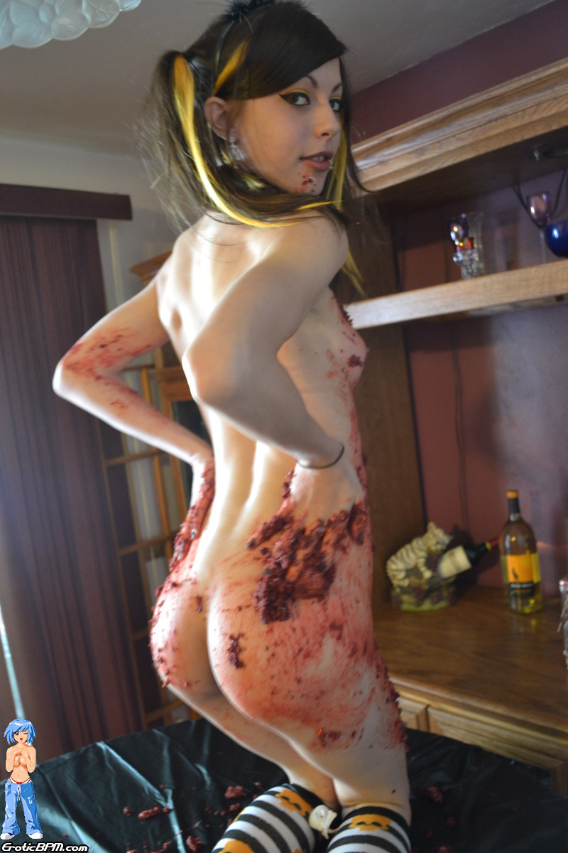Sweet amateur halloween caking mess