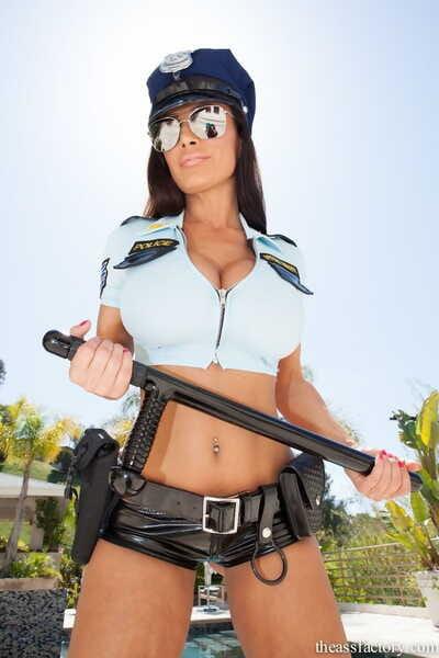Smokin\' chesty cop Lisa Ann breaks out super massive bra buddies for titjob & anal-fucking