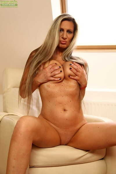 Fairy mamacita Mercedes Silver playing with enormous mangos sooner than implement dick insertion