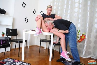 After getting her pussy eaten out, she kneels to the fore her man plus gives her man a wet plus deep blowjob, taking his older cock in her mouth.