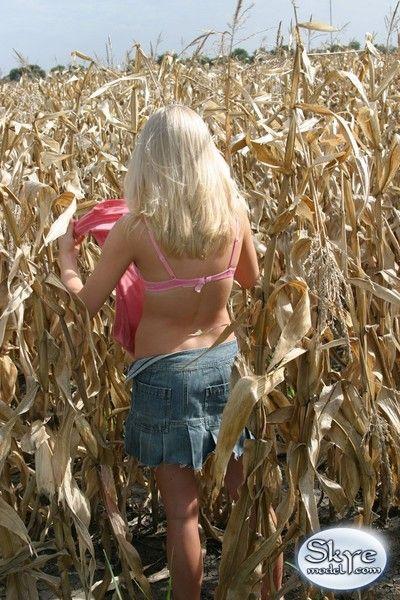 Blonde amateur teen tease dimming in corn field
