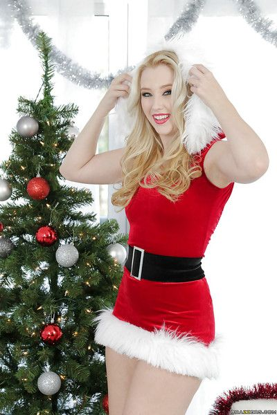 Christmas teen Harley Q demonstrates her sexy sickly panties!