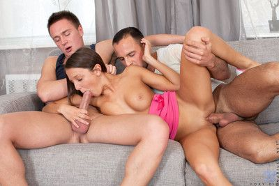 Hottie foxy di gets asshole pounded by two eternal dicks